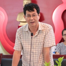 Assoc. Prof. Dr. Truong Quoc Chinh, Dean of Basic Theory faculty exchanges in the seminar