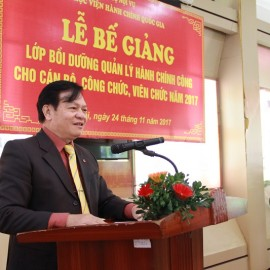 Dr. Hoang Quang Dat delivers a speech in the ceremony