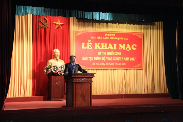 Dr. Dang Xuan Hoan, NAPA President gving a speech in the ceremony