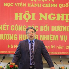 Dr. Dang Xuan Hoan delivers a speech in the conference