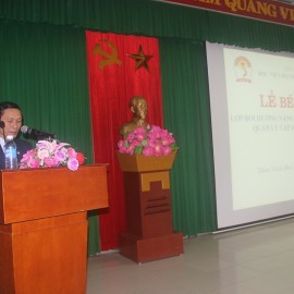 Mr. Le Van Du, Acting Head of Administration. organization and General Division giving a speech in the ceremony