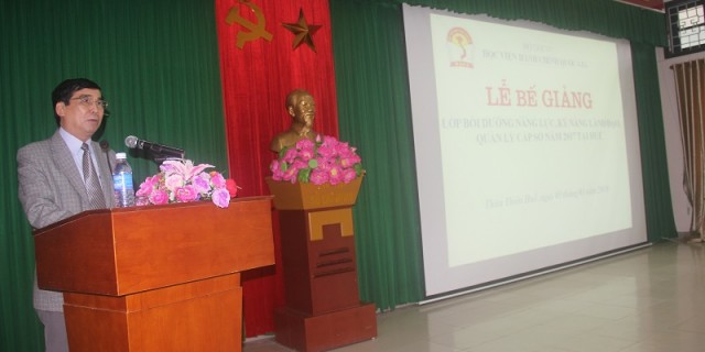 Dr. Ngo Van Tran,  Deputy Director of General Office delivers a speech in the ceremony