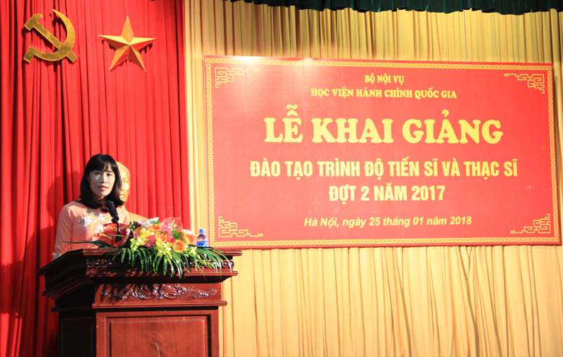 Dr. Hoang Mai, Vice Dean of Graduation Training Faculty giving a speech in the ceremony