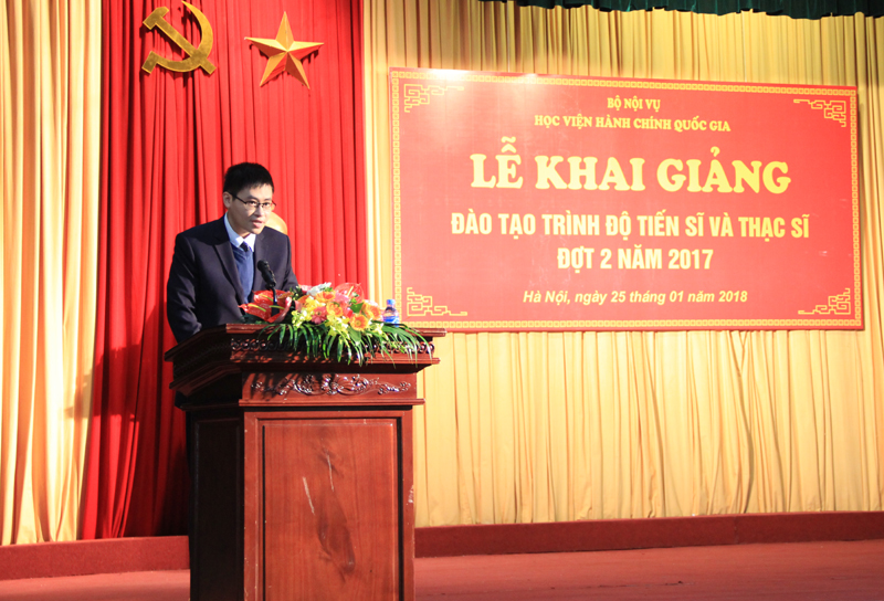 Mr. Nguyen Tuan Hung, representatives of new doctoral student giving a speech in the ceremony