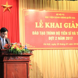Mr. Nguyen Duc Dung, representative of new master student delivers a speech in the ceremony