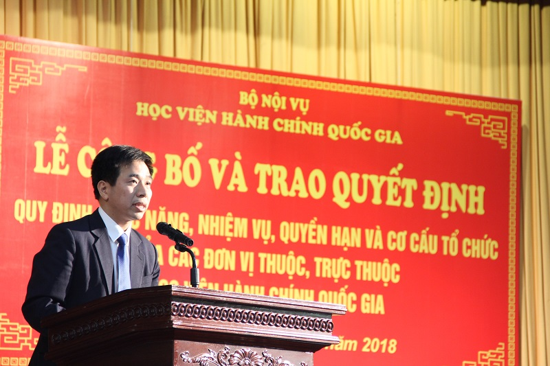Mr. Nguyen Tien Hiep, Deputy Director of Department of Personnel and Organization giving a speech in the ceremony