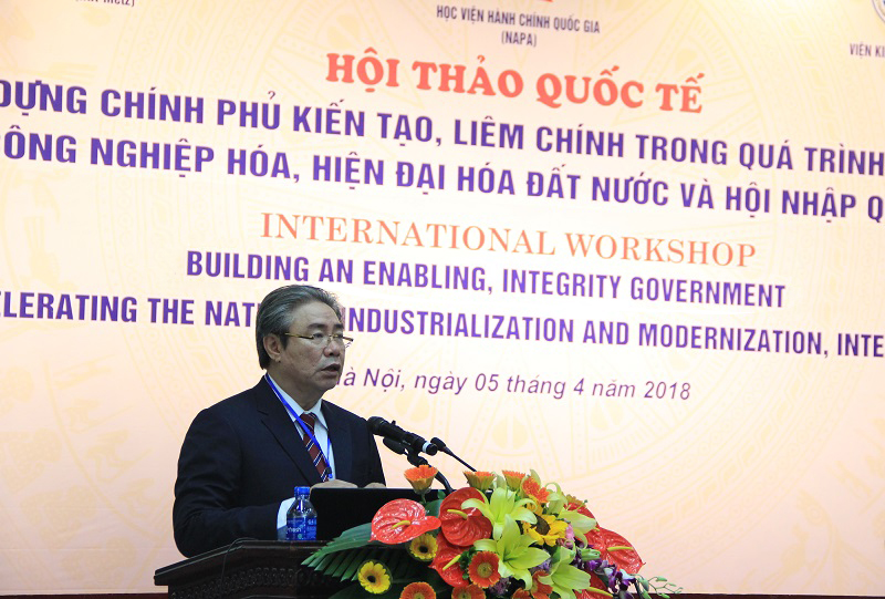 Dr. Dang Xuan Hoan, NAPA President giving a speech in the seminar