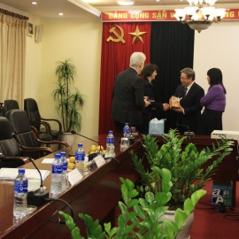Dr. Dang Xuan Hoan presents a gift to Ms. Laurence Mézin, France Embassy to Vietnam