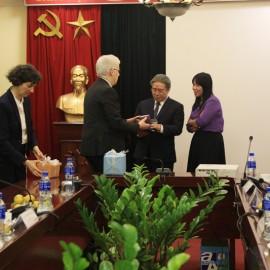 Mr. Jean-Francois Verdier presents a gift to Dr. Dang Xuan Hoan
