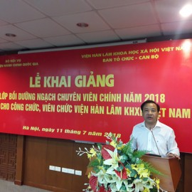 Dr. Nguyen Dang Que, NAPA President delivers a speech in the ceremony
