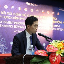 Mr. Jong Tae Jun delivers a speech in the forum