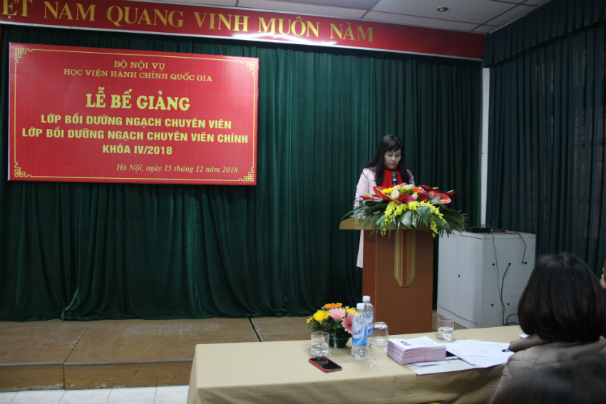 Mrs. Le Phuong Thuy, Deputy Director of Department of Refresher Training Management delivers a speech in the ceremony