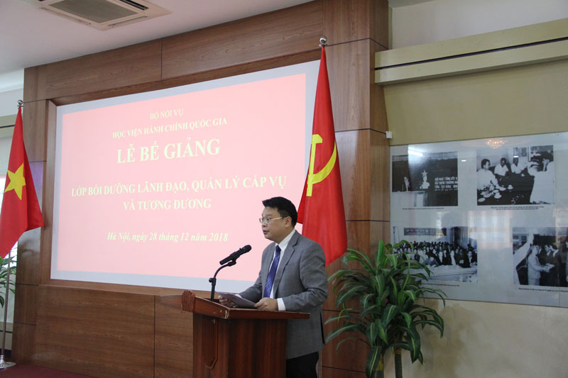 Mr. Bui Huy Tung, Chief of NAPA Office, in charge of Department of Refresher Training Management giving a speech in the ceremony