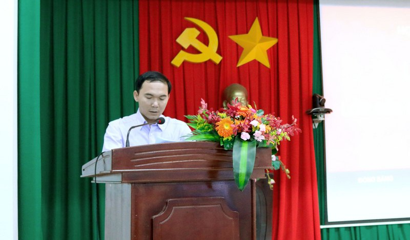 -Mr. Dang Van Vinh - Commission of Mass Mobilization of Buon Don district giving a speech at the ceremony