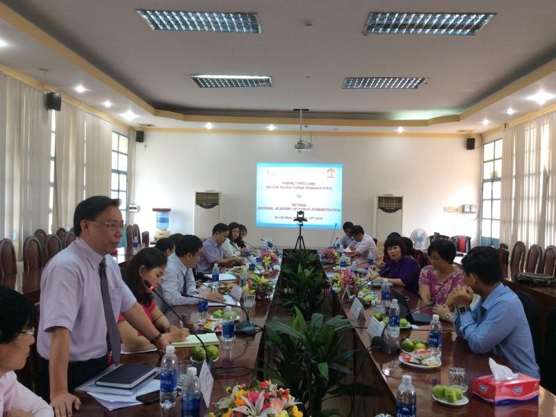 Assoc. Prof. Dr. Huynh Van Thoi giving a thank-you speech