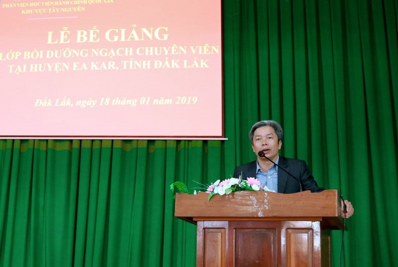 Mr. Nguyen Van Ha, Chairperson of the People's Committee of Eakar District, giving a remark