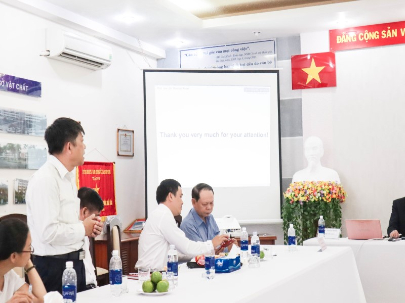 Mr. Nguyen Thanh Binh – Deputy Head of Teaching Division of Administrative Sciences and Organization-Personnel Management discussed at the seminar