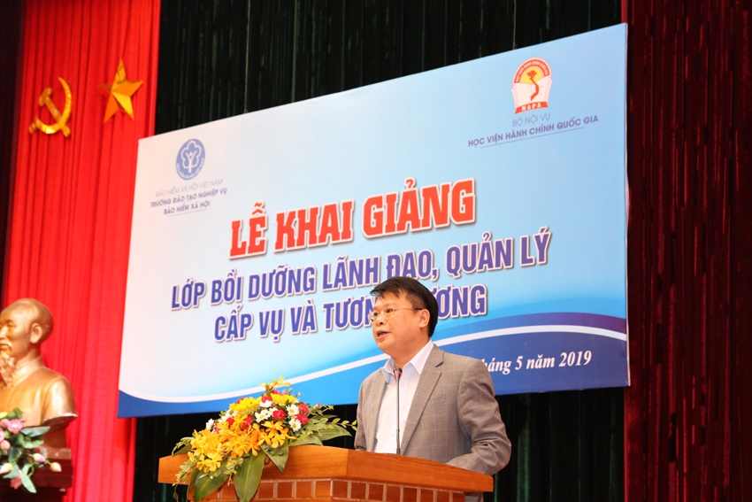 Dr. Bui Huy Tung, Chief of Office, in charge of Department of Refresher Training Management, NAPA delivered opening speech
