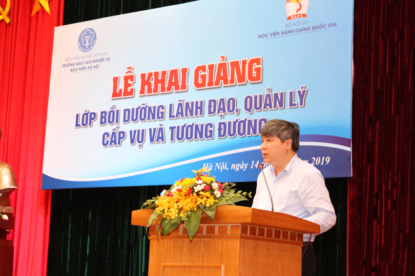 Nguyen Duc Hoa, Director Hanoi Social Security, a course trainee delivering a speech