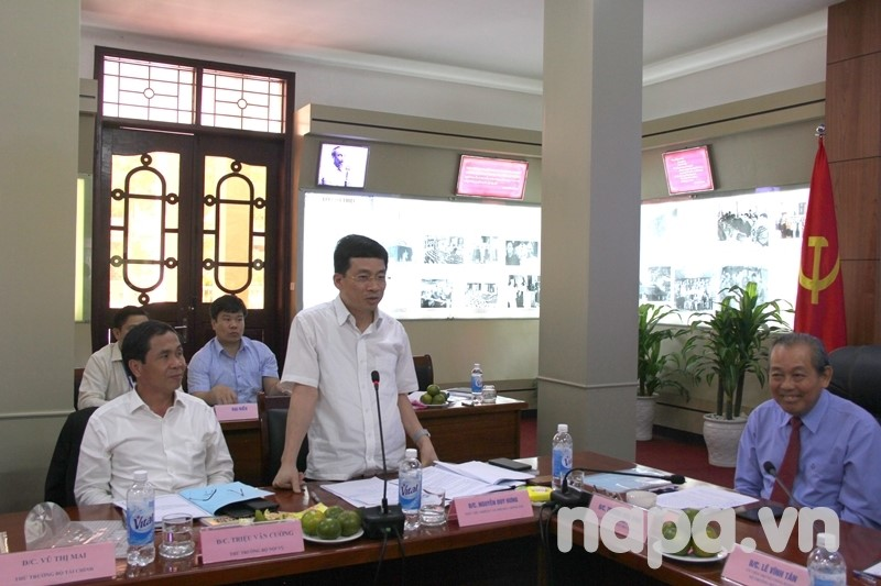 Deputy Chairperson of Office of the Government Nguyen Duy Hung delivered a speech.