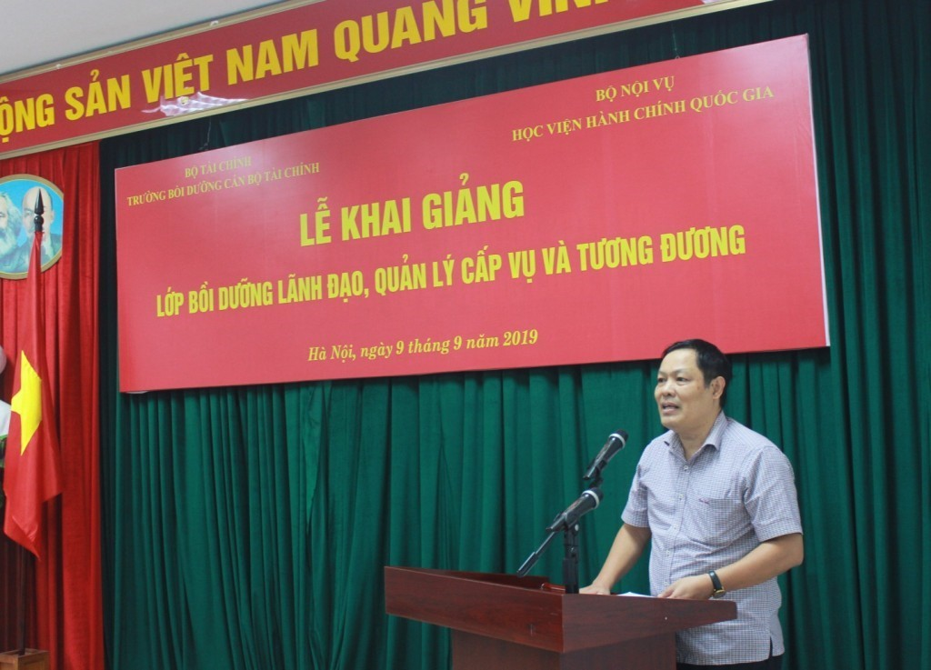 Mr. Do Viet Duc, General Director of the General Department of State Reserves delivering speech on behalf of the course trainees