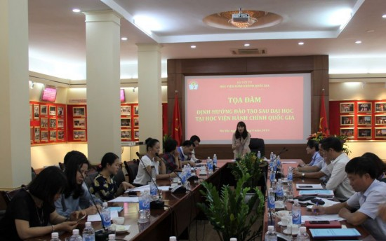 Assoc.Prof. Dr. Hoang Mai, Director of the Department of Graduate Training Management chairing the seminar