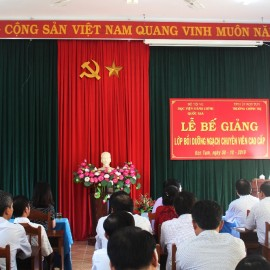Mr. Huynh Tan Phuc, Head, Kon Tum Party Organizational Committee delivering a speech
