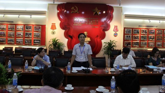 Dr. Nguyen Tien Hiep, Director of Personnel and Organization Department, speaking at the seminar