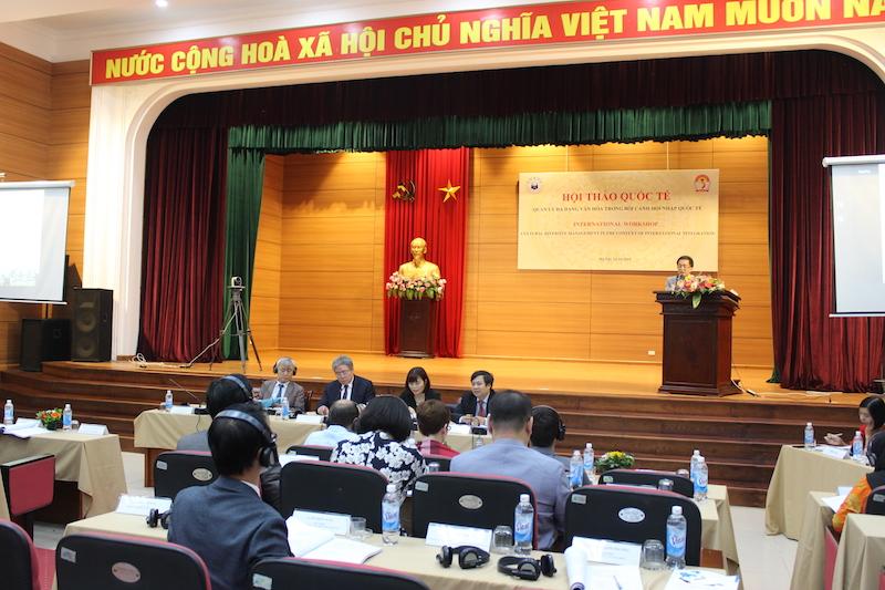 Dr. Chu Xuan Khanh, senior lecturer, NAPA delivering a presentation at the workshop