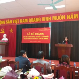 Ms. Vương Thanh Thủy, Head of Division for rank- and job-based training, Department of Refresher Training Management announced course decisions