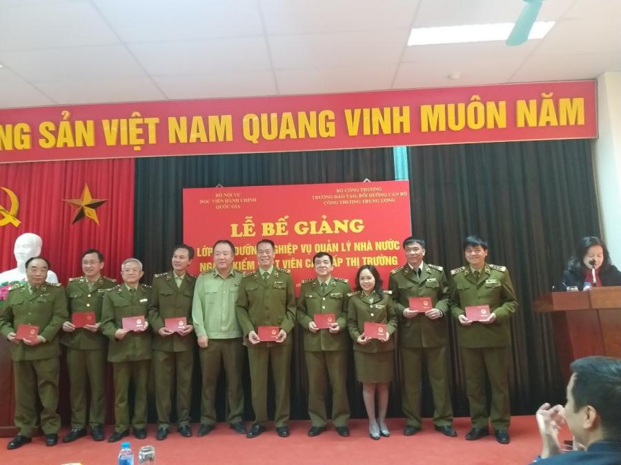 Course participants given course certificates
