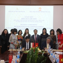 Dr. Dang Xuan Hoan, NAPA President, and Mr. Wu Wei Neng, Executive Director of Chandler Institute of Governance singing the Memorandum of Understanding between the two institutions