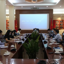 Dr.Nguyen Dang Que speaking in the meeting