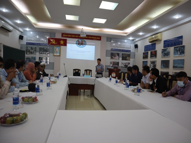 PhD. Nguyen Quynh Huy – Faculty of Governance, University of Economics Ho Chi Minh city presenting to BRAC University participants at NAPA branch campus in Ho Chi Minh City