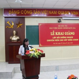 Ms. Dang Thi Kim Oanh speaking at the event on behalf of the course participants.