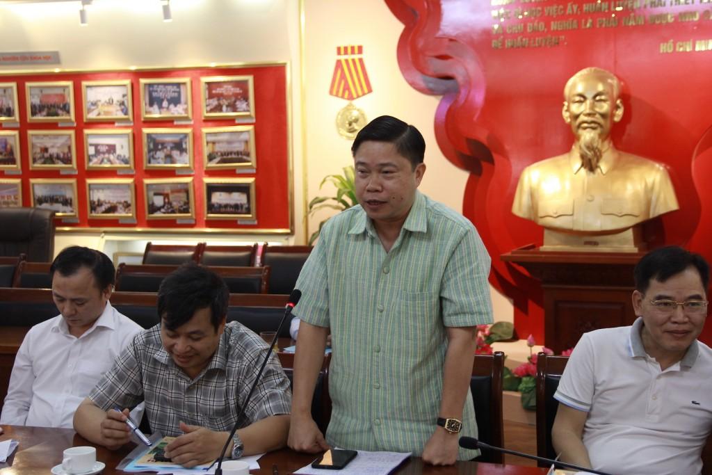Assoc.Prof.Dr. Nguyen Van Hau presented at the seminar