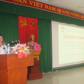 Mr. Le The Loc, Deputy Head, Division of Training Management, NAPA Campus in Hue City announcing decisions of organization of the training course