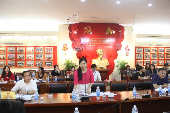Dr. Nguyen Thi Bich Mo, in charge of the Department of State Management of Public Security, People's Security Academy speaking at the workshop