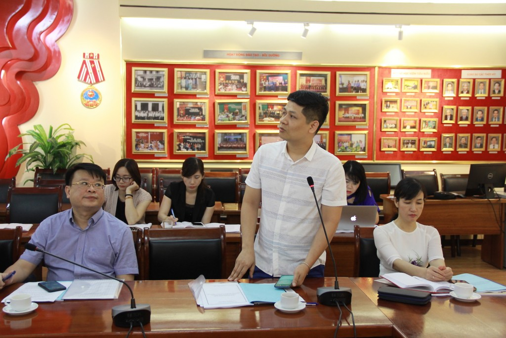 Mr. Tran Ngoc Kien, State Organization Journal, sharing opinions at the seminar