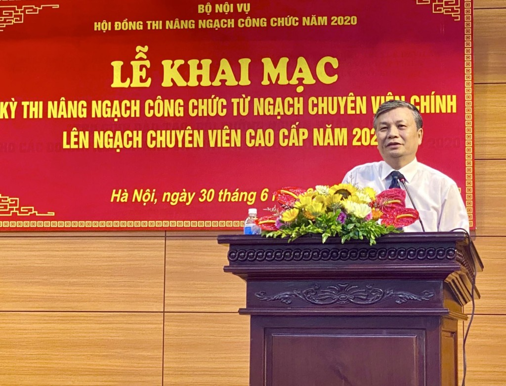 Mr. Nguyen Trong Thua, MOHA Vice Minister, Chairman of the Examination Council  making opening speech at the event