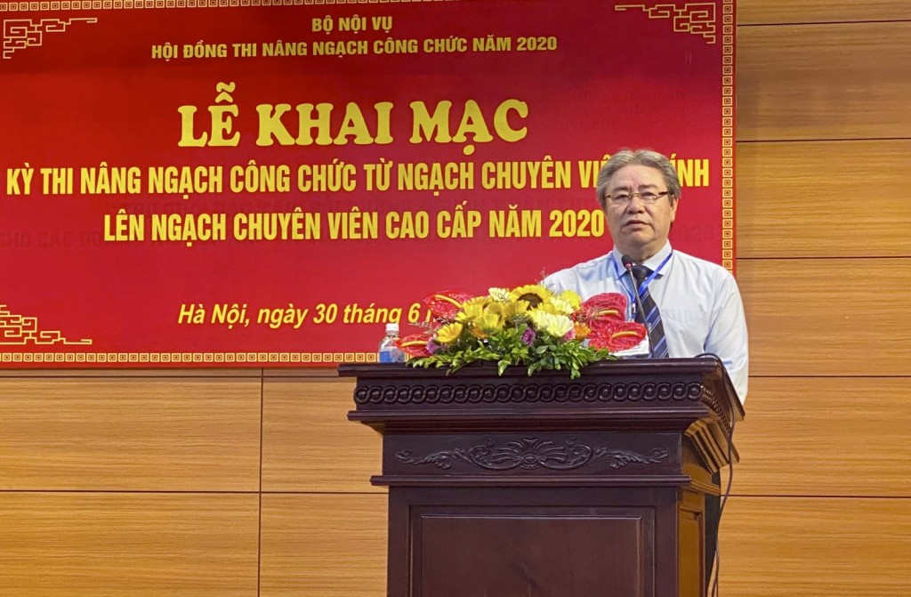 Dr. Dang Xuan Hoan, NAPA President, Vice Chairman of the Examination Council speaking at the ceremony