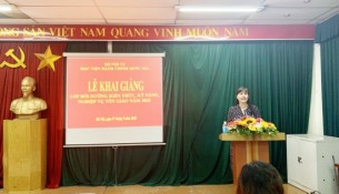 Ms. Nguyen Thi Phuong Thuy, Deputy Director, Department of Refresher Training Management speaking at the event