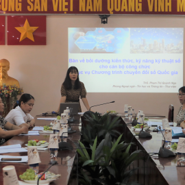 Ms. Pham Thi Quynh Nga, Deputy Head of  Division for Foreign Language  - Informatics and Information – Library presenting at the seminar