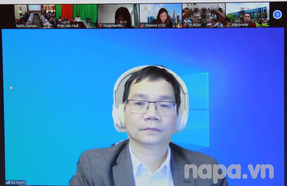 Dr. Huynh The Du delivering online presentation for the workshop