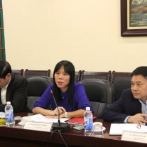 Ms. Pham Thi Quynh Hoa speaking at the meeting