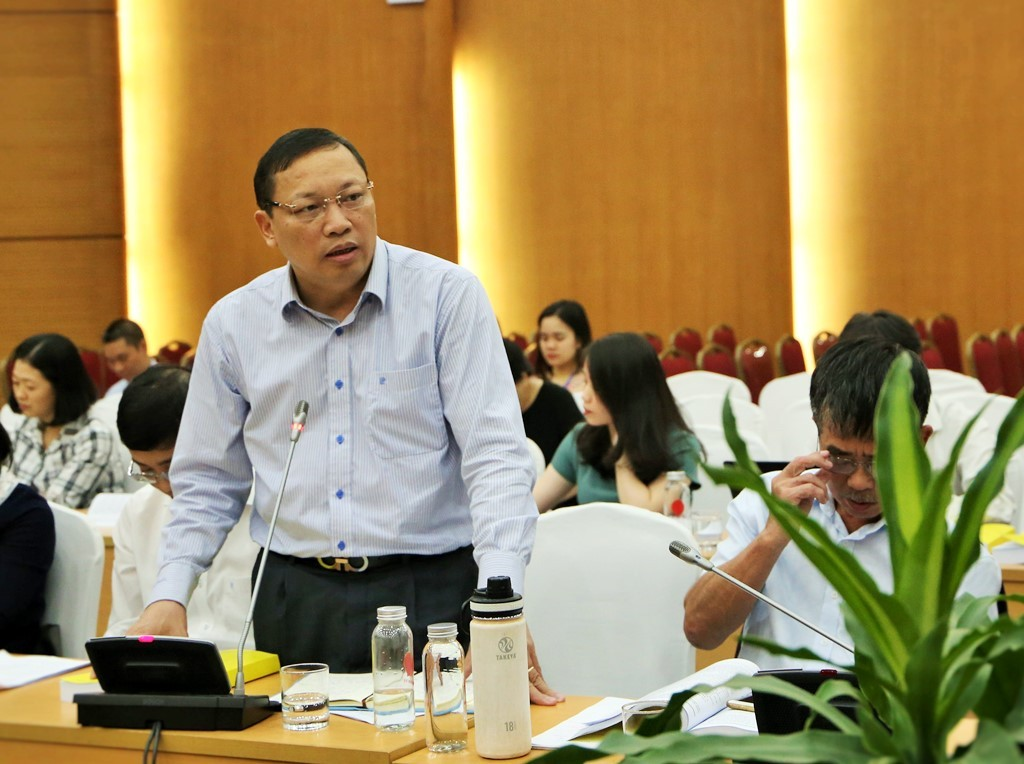 Dr. Ngo Hai Phan, Director of the Administration Procedure Control Agency, the Office of Government speaking at the workshop
