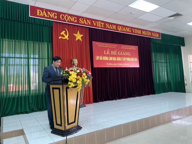 Assoc. Prof.Dr. Nguyen Hoang Hien, Deputy Director General of NAPA Branch campus in Hue City speaking at the ceremony