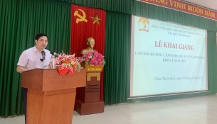 Deputy Director General, NAPA Branch Campus in Hue city speaking at the event