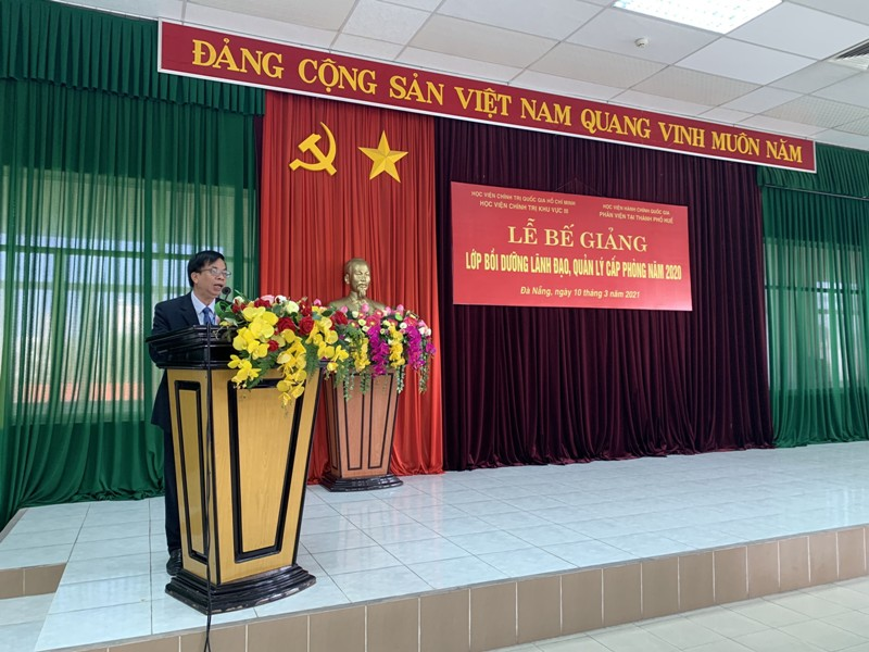 Mr. Phan Thanh Gian, Director of the Organization and Personnel Department speaking at the ceremony