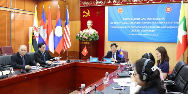 Deputy Minister Nguyen Duy Thang chairing the SOM of 21st ACCSM via video conference on April 8, 2021.